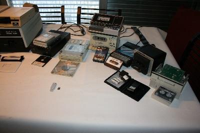 Unidades y cintas de diferentes formatos